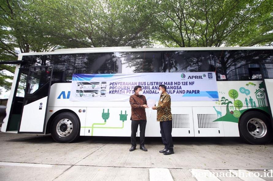 Dukung Pemerintah Pangkas Emisi, PT RAPP Group APRIL Siap Operasikan Bus Listrik