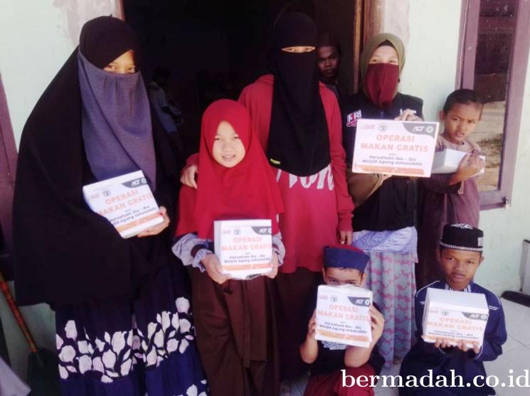 ACT Feat PII-MAU, Bagikan Makan Siang Gratis  Dan Ada Armada Kemanusiaan Juga