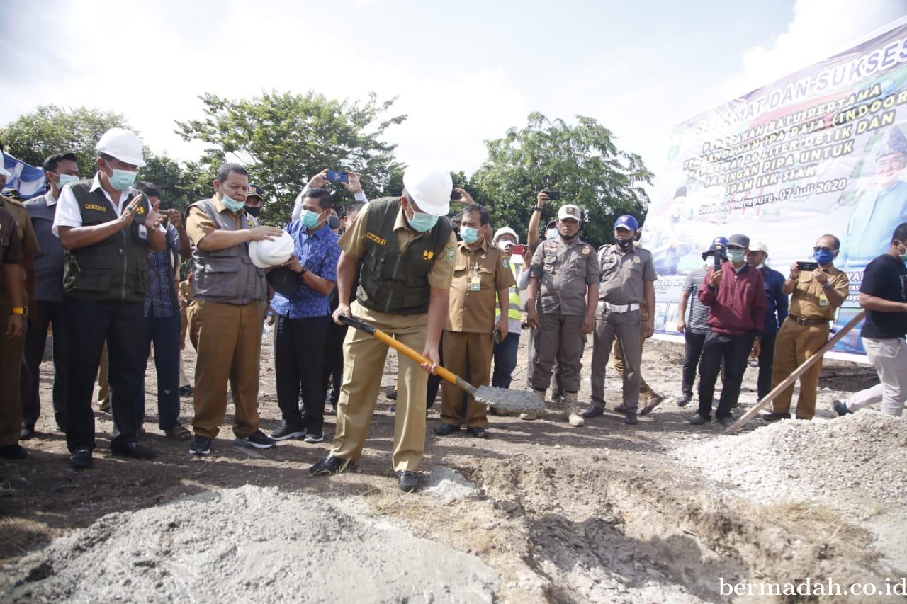 Bupati Alfedri Letakkan Batu Pertama Pembangunan IPA Baja INDOOR Pertama di Siak