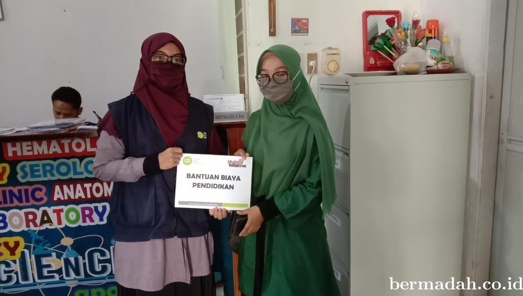 Inisiatif Zakat Indonesia Riau Berikan Bantuan Kepada Siswa Berpretasi Terdampak Covid-19