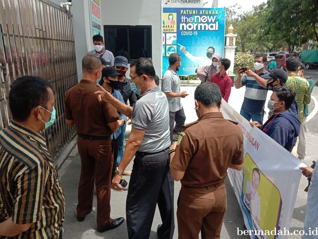 AMMK Riau Geruduk Kejati Riau, Minta Segera Tetapkan Tersangka Kasus Korupsi di Bengkalis