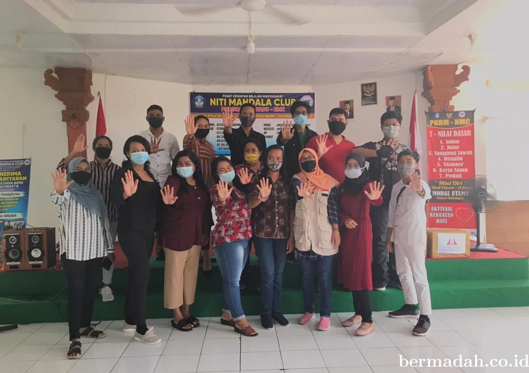 Relawan Turun Tangan Bali Aksi Donasi Buku Pelajaran dan Kuota Internet