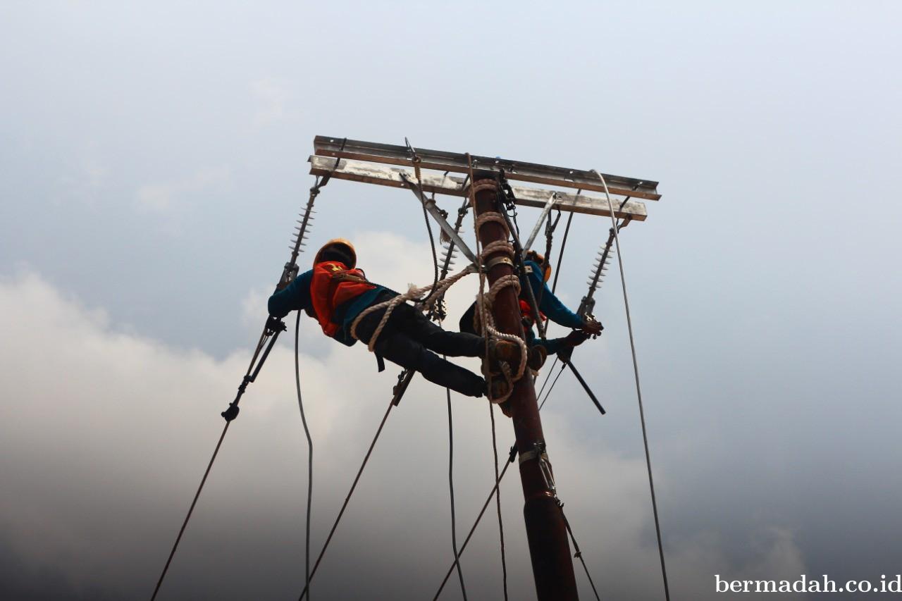 PLN Unit Induk Wilayah Riau dan Kepri Resmikan Pengoperasian 35 Desa Berlistrik di Riau