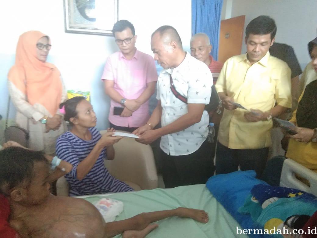 Rasa Kemanusiaan, Fraksi Golkar DPRD Pekanbaru Kunjungi Bocah Asal Rohil yang Mengidap Tumor Ginjal