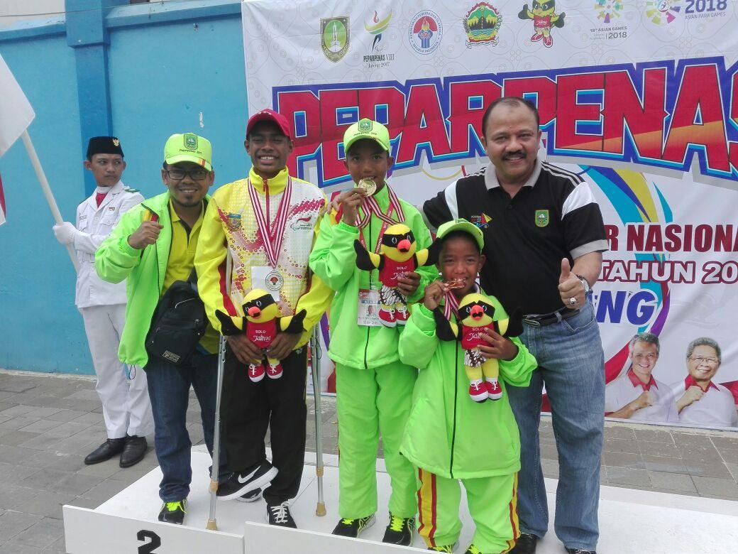 Kadispora Riau Serahkan Medali  - (Ada 0 foto)