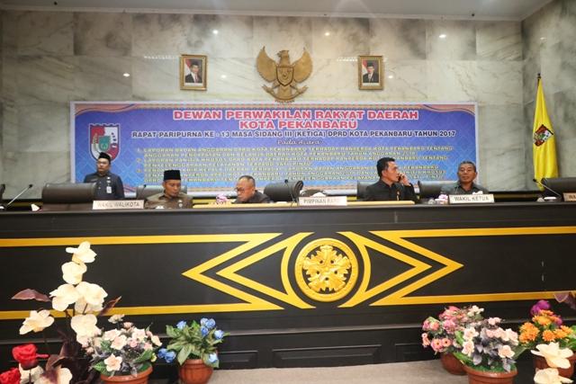 PIMPINAN_DPRD_dan_Wakil_Walikota_Pekanbaru_pimpin_pengesahan_Ranperda_PTSP.JPG